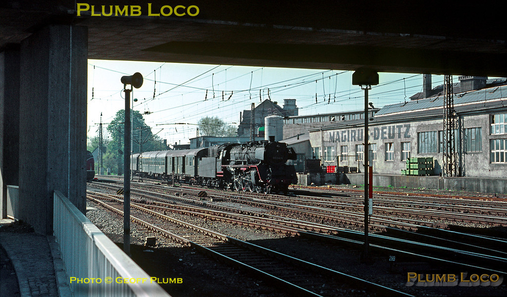 Saturday 9th May 1970 and the weather had brightened up again. 003 246-6 reappears with a train from the Friedrichshafen line running into the south end of Ulm Hbf. A Class 221 diesel hydraulic can just be seen on the left of the picture. Slide No. 5074.