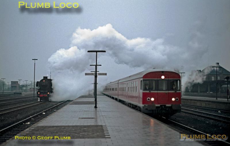 DB 012 052-7 & DMU, Rheine, 12th February 1971