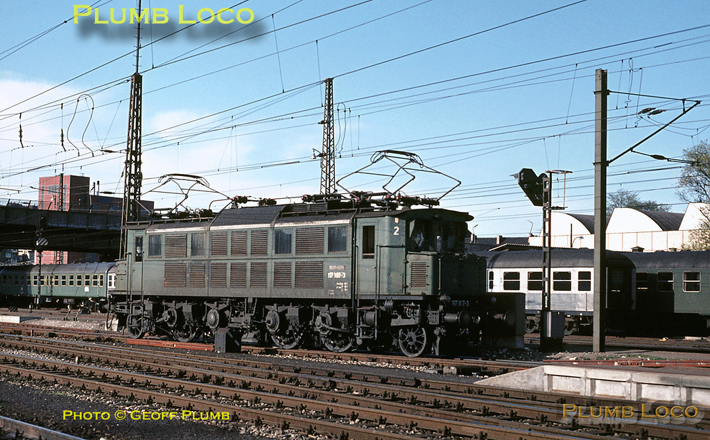 Introduced in 1928, ex-DR 1-Do-1 express electric loco of Class E17 No. 117 107-3 potters about at Ulm Hauptbahnhof between duties, now relegated to local passenger turns, Saturday 9th May 1970. 3 of these locos are now preserved. Slide No. 5104.