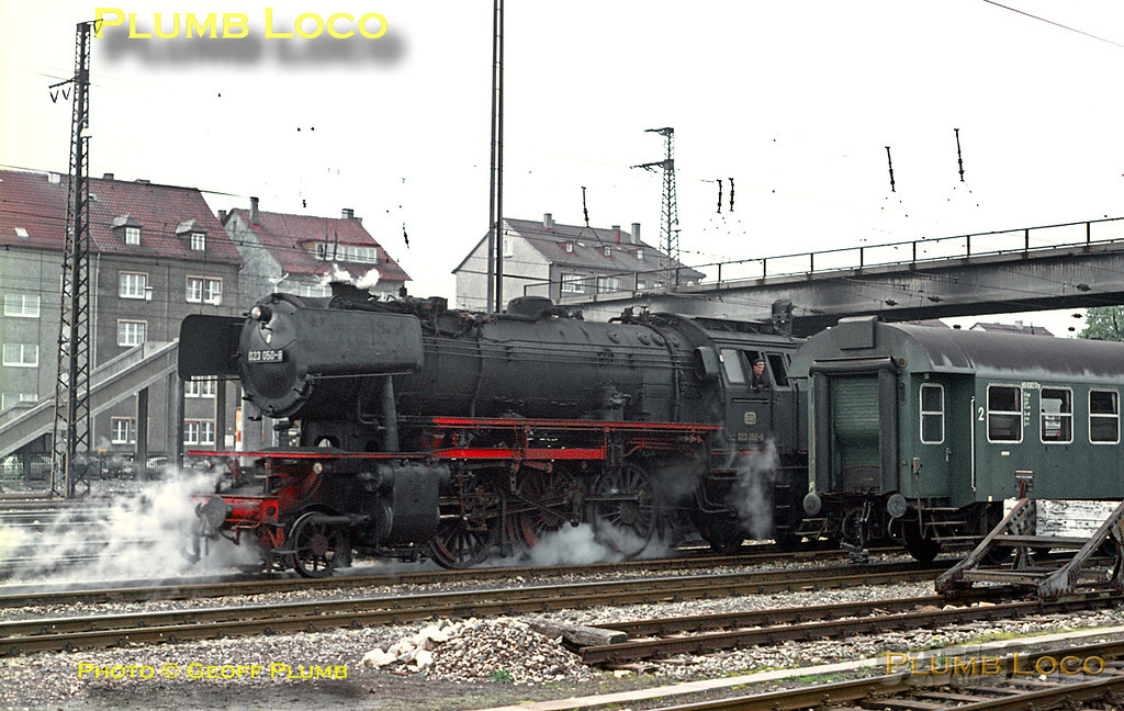 Ulm is a large junction and had a shed with an allocation of steam and electric locos, including classes I had not seen before. This included Class 23 post-war built 2-6-2s with 105 members, one of which, 023 050-8 is shunting in the yards alongside the Hauptbahnhof. Friday 8th May 1970. Slide No. 5032.