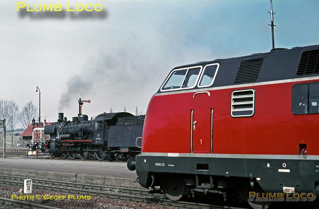 038 382-8 & V200, Eutingen, 8th April 1971
