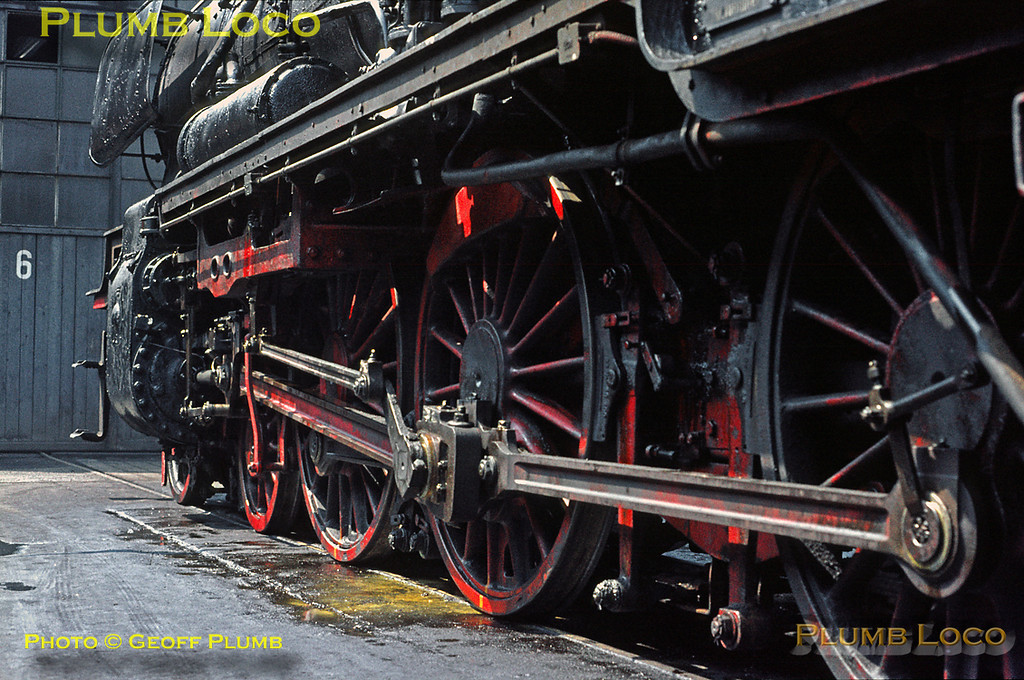 """Close shot of the motoion of 038 039-4 in the classic """"rods down"""" position as the loco is prepared for duty outside the shed at Tübingen depot, Wednesday 6th May 1970. Slide No. 4968."""