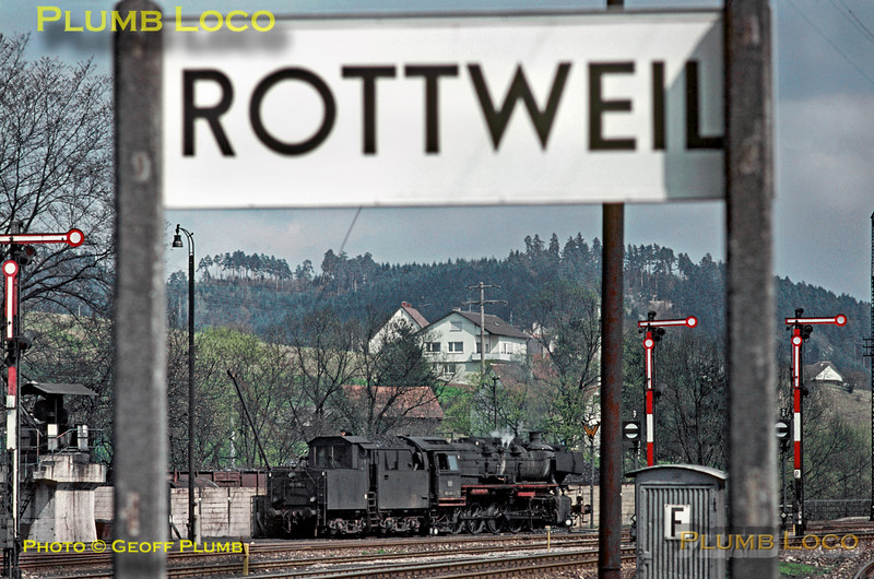 After arriving a short while earlier with the stopping passenger train from Tübingen and Horb, 050 560-2 has now gone on shed at Rottweil to be turned and serviced prior to working back again. Monday 4th May 1970. Slide No. 4852.