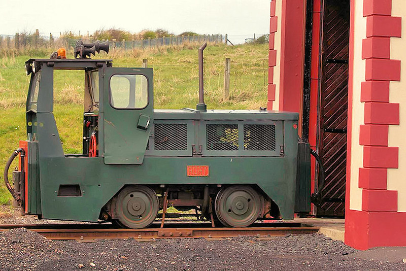 102T016 (2) 'Rory' Motor Rail 4wDM -  Giants Causeway & Bushmills Railway 26.04.08  Stephen Foster
