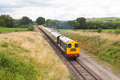 D8137 heads away from Gotherington passing Dixton with 2T62 12.40 Cheltenham Racecourse to Toddington. Sunday 31st July 2016.