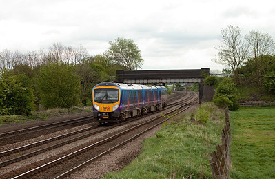 185 122 forms a First Transpennine Express service at Knabbs Crossing/Melton Ross.