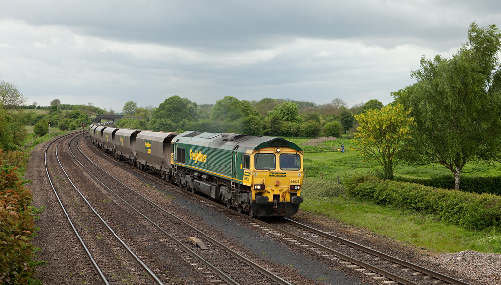Freightliner 66606 leads the 4R36 13:16 Sudforth Lane-Immingham empty FHH coal hoppers across Caistor Road crossing in New Barnetby.