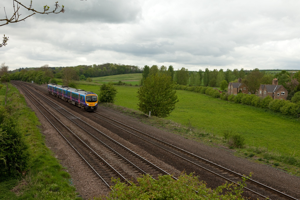 185 122 as First Transpennine Express near Knabbs Crossing, Melton Ross.