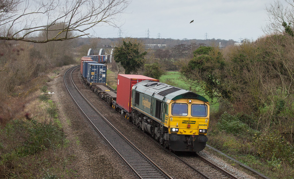 Freightliner 66589 with intermodal in Appleford-on-Thames.