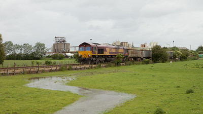 EWS 66012 shunts the 7U71 (13:31 Cliffe-Stewarts Lane sand in bogie box wagons) in Cliffe, Kent.