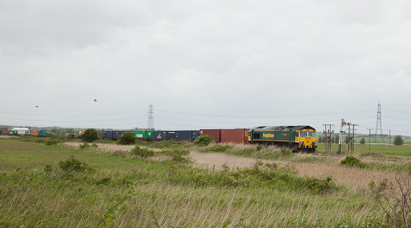 Freightliner 66534 leads the 4O86 (07:22 Crewe-Thamesport (Grain) Freightliner) through typical Hoo Peninsula scenery at the Grain Crossing distant signal.