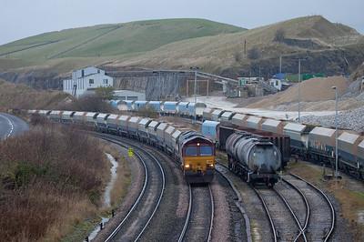 EWS 66090 arrives in Peak Dale with an empty rock train.