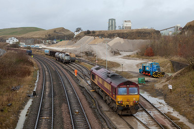 EWS 66150 shunting bad-order cars in Peak Dale.