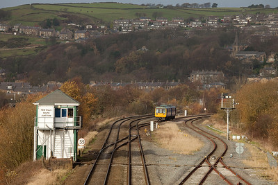 142 038 to New Mills Central in New Mills South Jct.