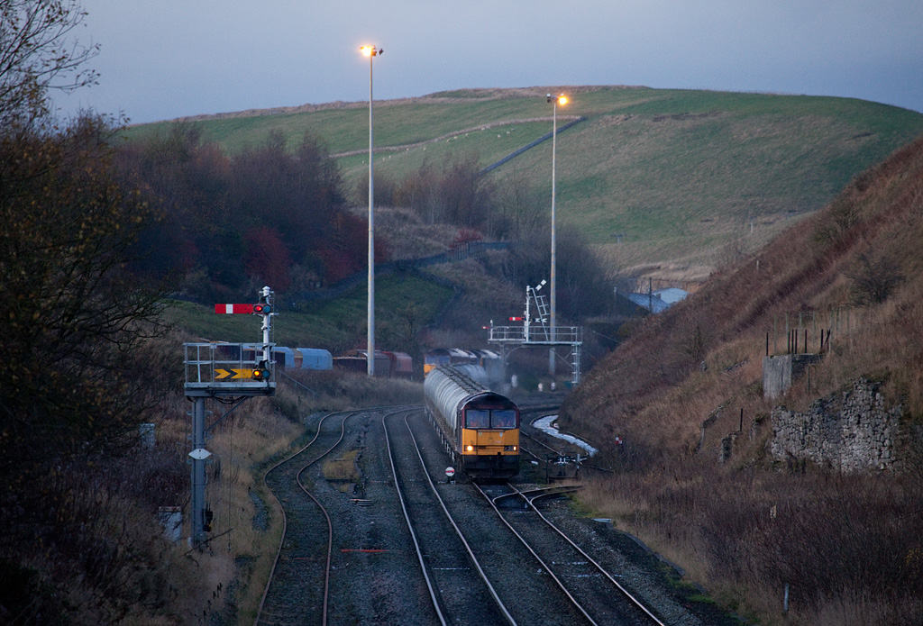 EWS 60051 with rock train to Tunstead Works between Peak Forest South and Great Rocks Jct.