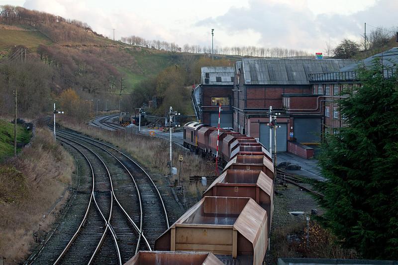 EWS 60035 with rock train entering Tunstead Works in Great Rocks Jct.