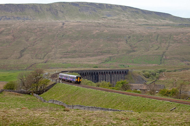 153 301 in Ribblehead, North Yorkshire