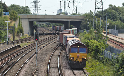 DB Schenker 66112 on the 412E (Wakefield Europort to Soton W Docks Berth 109) in Millbrook