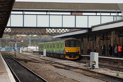 LondonMidland 150 012 stopping in Worcester Shrub Hill station.