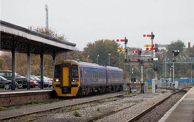 FirstGreatWestern 158 766 preparing to stop at Worcester Shrub Hill station.