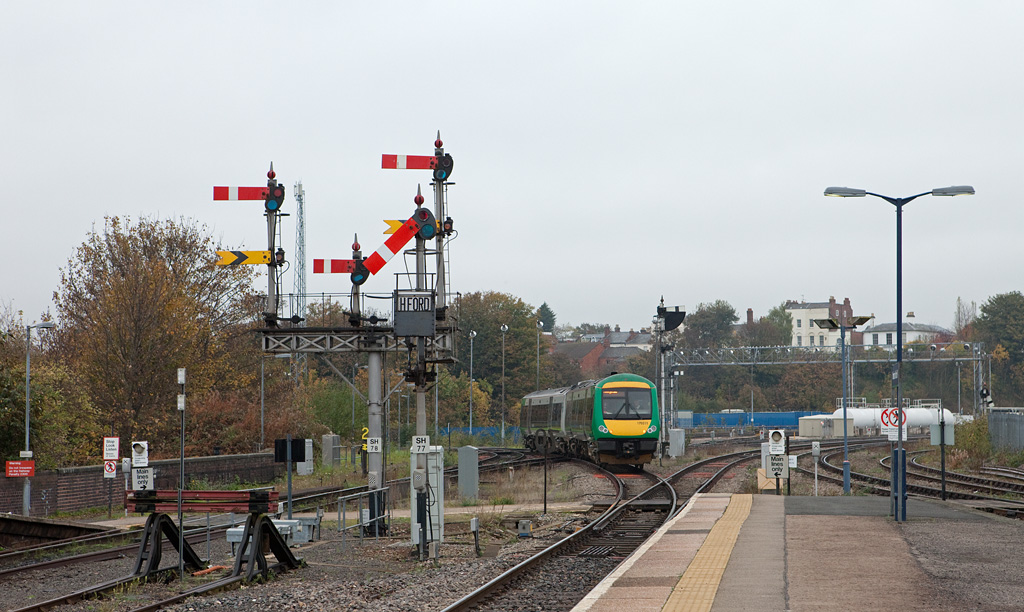LondonMidland 170 511 departing Worcester Shrub Hill for Hereford.