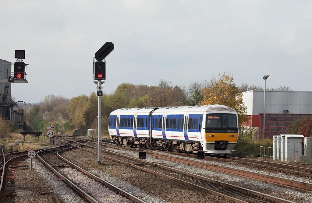 Chiltern Trains 165 016 in Leamington Spa.
