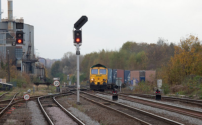 Freightliner 66536 with a container train entering Leamington Spa.
