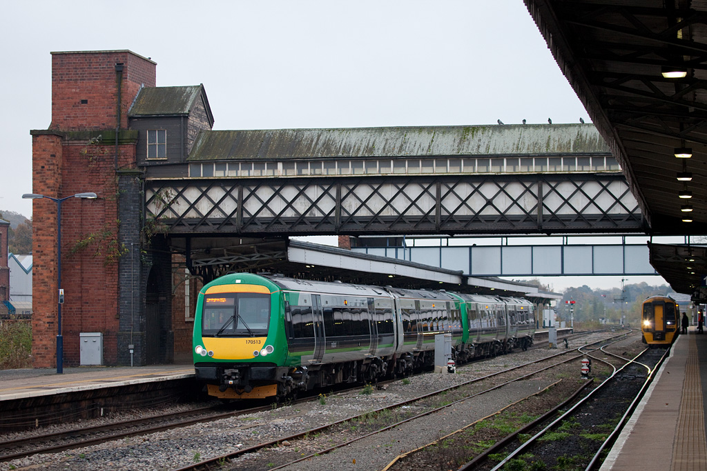 LondonMidland 170 513 in Worcester Shrub Hill station.