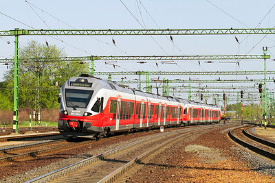 Flirt 5341 036 leads a sister unit into Tatabánya forming the 08.10 Komáron to Budapest-Déli. Thursday 25th April 2013.