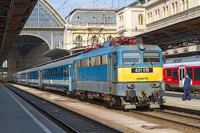 431 015 waits to depart from Budapest-Keleti with the 09.30 IC564. Monday 22nd April 2013.