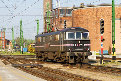 Floyd 0450 004 Ex 86 218 runs light engine into Györ. Friday 26th April 2013.