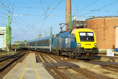 470 008 arrives at Györ with IC919 06.00 Szombathely to Budaperst-Keleti. Thursday 25th April 2013.
