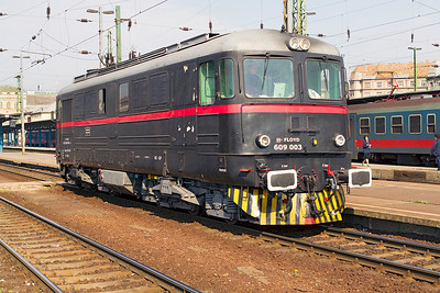 Floyd's Sulzer engined 609 003 waits to head away from Budapest Keleti light engine. Monday 22nd April 2013.