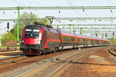 1116 215 arrives at Tatabánya with a Railjet service from Wien. Thursday 25th April 2013.