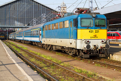 431 221 waits to leave Budapest-Nyugati with empty stock. Monday 22nd April 2013.