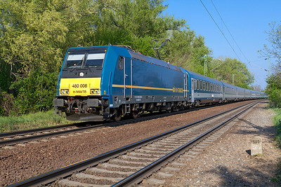 480 008 passes Szöny with the 16.10 Budapest-Keleti to Szombathely. Thursday 25th April 2013.