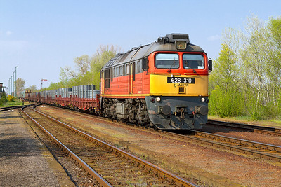 628 310 returns southbound through Gyömöre with a loaded steel train. Monday 22nd April 2013.