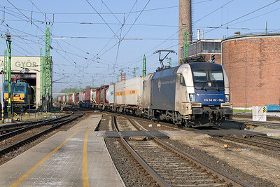 Wiener Lokalbahnen Cargo's ES 64 U2-064 heads eastbound through Györ with an Intermodal working. Friday 26th April 2013.