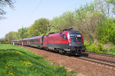 1116 203 passes Szöny with Railjet service 49 from Innsbruck and Wien to Budapest-Keleti. Thursday 25th April 2013.