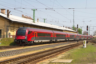 1116 205 propels the 11.10 Budapest-Keleti to München Railjet service into Györ. Monday 22nd April 2013.