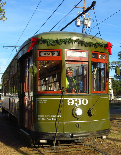 930's motorman brings the already-empty streetcar up for the turning riggamarole.