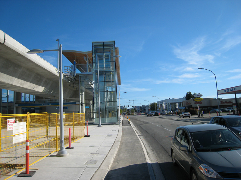 A view of No. 3 Road in Richmond at Aberdeen Station.  For most of its route in Richmond, the Canada Line travels above the east sidewalk.