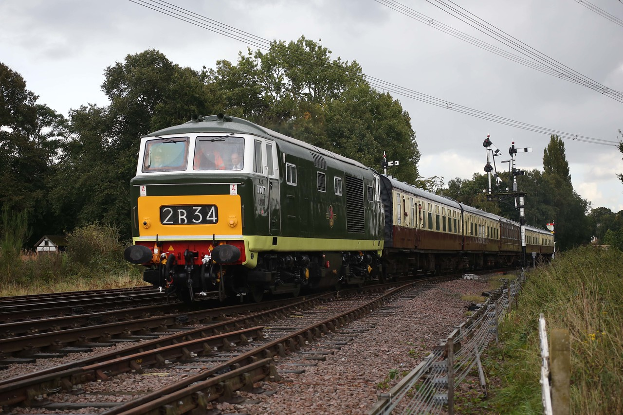 A great main line flavoured scene as D7017 thunders through the complex at Swithland sidings on the GCR. 17/9/17