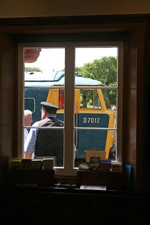 D7017 seen from inside the waiting room at Crowcombe. 13/6/09