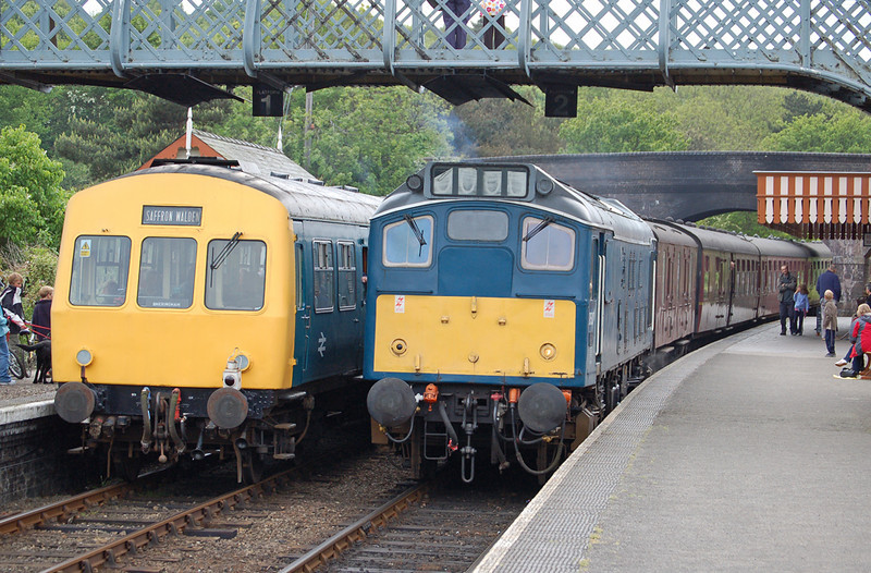 Two golden oldies cross at Weybourne on the NNR 31 May 2006. On the left class 101 dmu & just arriving is class 25 D5207, a timeless scene.