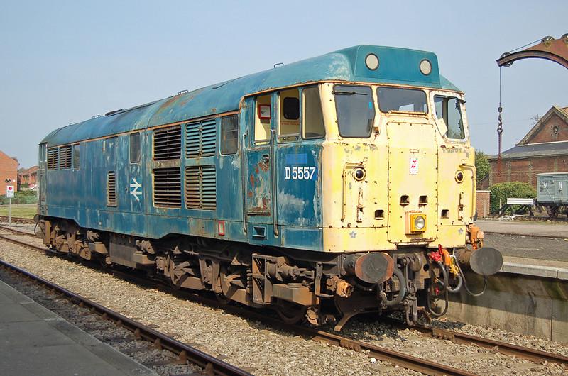 D5557-31438 is seen at Dereham 20 September 2008.