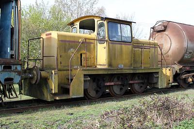 English Electric Vulcan 0-6-0DH D1231 Long Marston 09/04/11.