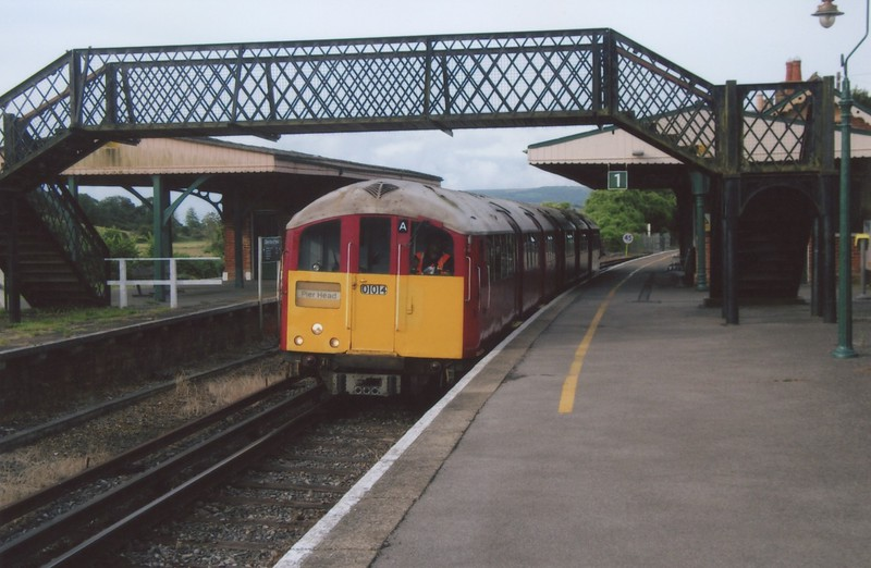 The 09 28 Shanklin to Ryde Pier Head departs Brading in August 2016.