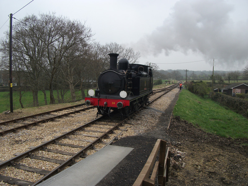 W24 Calbourne running round at Wootton on 05/04/12.