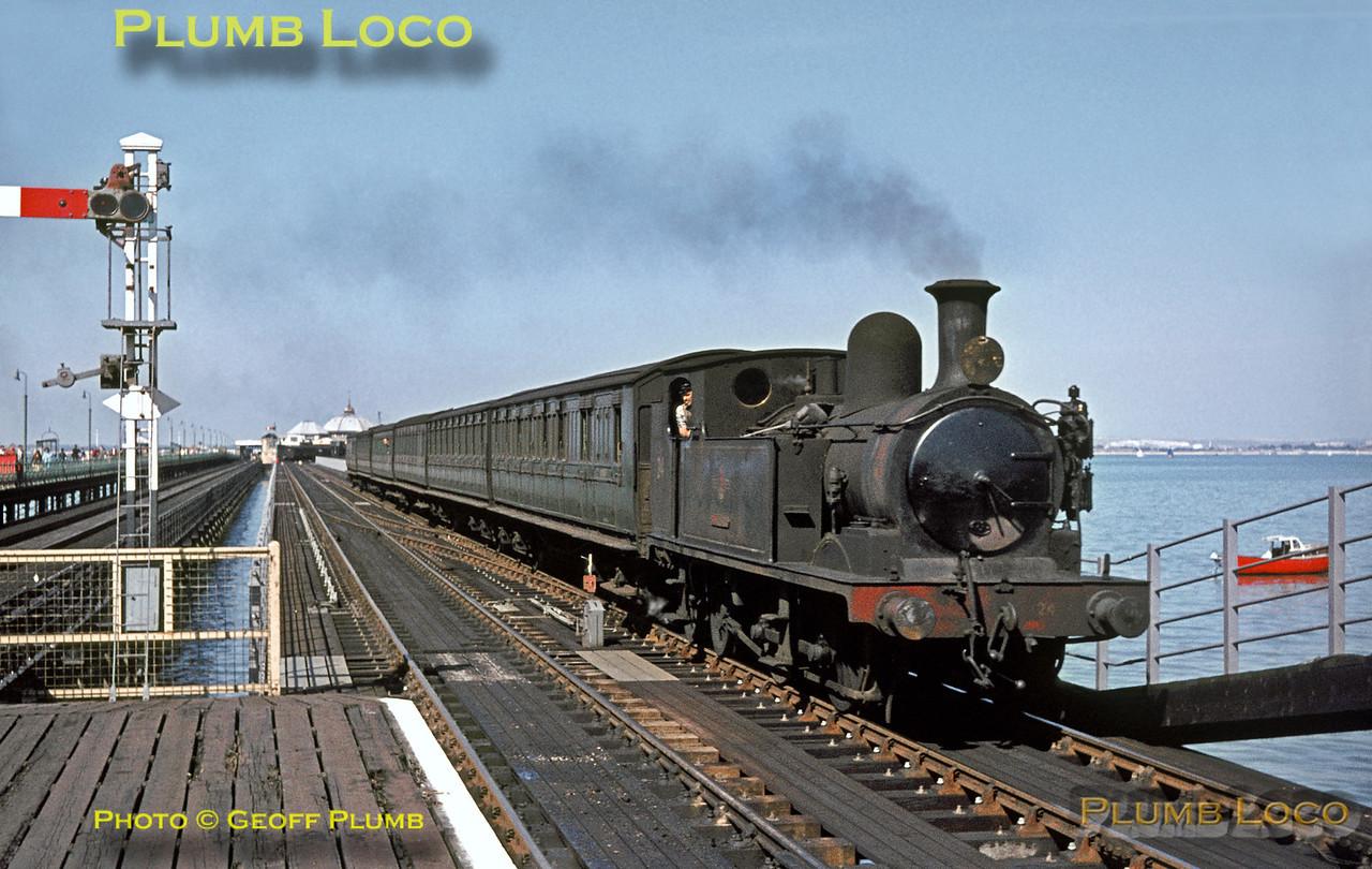 "W24 ""Calbourne"", Ryde Esplanade, 30th August 1964"